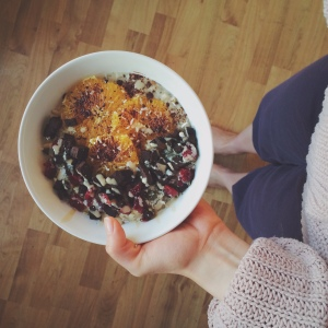 Orange, date + cardamom chia oat porridge